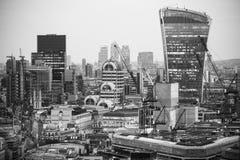 Bâtiment de talkie - walkie et opérations bancaires de Canary Wharf et aria de bureau au fond Londres, R-U Photographie stock