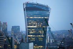 Bâtiment de talkie - walkie et opérations bancaires de Canary Wharf et aria de bureau au fond Londres, R-U Photos stock