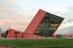 Bâtiment du musée de la deuxième guerre mondiale pendant le coucher du soleil images stock
