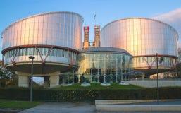 Bâtiment du parlement d'UE avec le ciel et les nuages ci-dessus image libre de droits