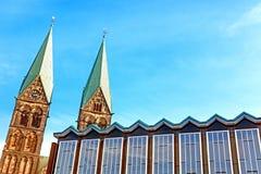Bâtiment du Parlement et cathédrale de ` s de St Peter à Brême, Allemagne Image libre de droits