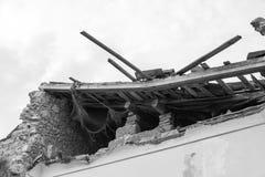 Bâtiment effondré après un tremblement de terre Image stock