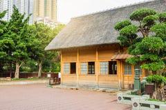Bâtiment en bois en parc Photographie stock libre de droits