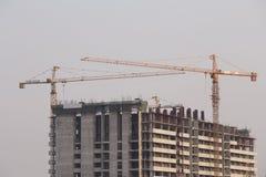 Bâtiment en construction de grue Photographie stock