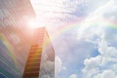 Bâtiment en verre avec l'arc-en-ciel Images libres de droits