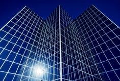 Bâtiment en verre réfléchissant de local commercial Image stock