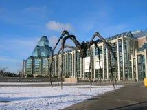 Bâtiment et araignée modernes à Ottawa images stock