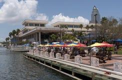 Bâtiment et café la Floride Etats-Unis de Tampa Convention Center Photographie stock