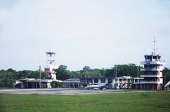 Bâtiment et contrôle du trafic aérien d'aéroport de Trang Images stock
