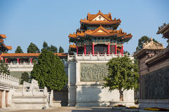 Bâtiment et mur dans le temple de Taoist Image stock