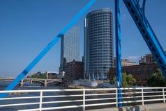 Bâtiment et ponts de ville du Michigan Photos stock