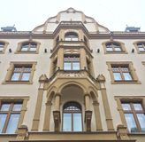 Bâtiment européen beige de fantaisie Image stock