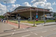 Bâtiment futuriste pour des conférences à l'université de Delft, Pays-Bas image stock
