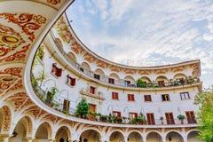 Bâtiment historique à la plaza del Cabildo en Séville, Espagne image stock