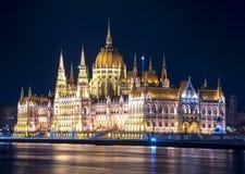 Bâtiment hongrois du Parlement la nuit, Budapest, Hongrie photos stock