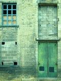 Bâtiment industriel négligé et abandonné d'entrepôt Images stock