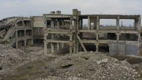 Bâtiment industriel ruiné abandonné d'usine, banque de vidéos