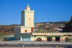 Bâtiment jaune moderne de mosquée. Tanger, Maroc Photographie stock