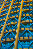 Bâtiment jaune, rouge, bleu Photographie stock libre de droits