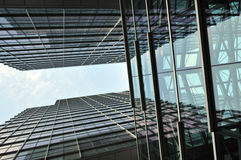 Bâtiment moderne avec l'effet de miroir Photo stock