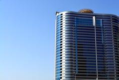 Bâtiment moderne avec le fond de ciel image stock