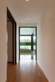 Bâtiment moderne, couloir Photos stock