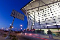 Bâtiment moderne d'aéroport de Lech Valesa à Danzig Images stock