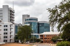 Bâtiment moderne en verre de plat au district des affaires central, Gaboro photo libre de droits