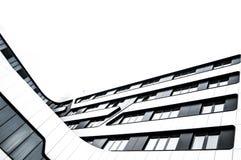 Bâtiment moderne en verre et en métal dans la ville Image libre de droits