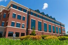 Bâtiment moderne sur le campus Photographie stock libre de droits