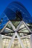 30 bâtiment ou cornichon de St Mary Axe illuminé sur Londres Photos libres de droits