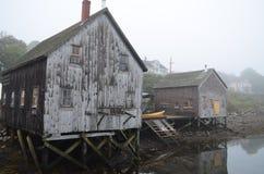 Bâtiment oublié par temps Photo stock