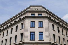 Bâtiment parisien typique, architecture de style de Paris Haussmann photographie stock libre de droits
