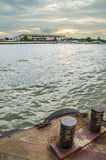 Bâtiment pendant le coucher du soleil à Bangkok Images stock