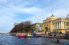 Bâtiment principal d'Amirauté, remblai d'Admiralteiskaya, St Petersburg, Russie Images stock