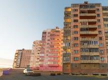 Bâtiment résidentiel à plusiers étages dans Norilsk Image stock