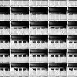 Bâtiment résidentiel avec beaucoup de balcons images stock