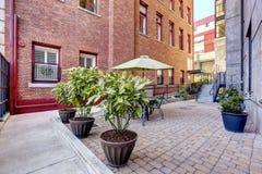 Bâtiment résidentiel avec la cour, Tacoma, WA images stock
