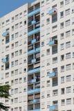Bâtiment résidentiel ayant beaucoup d'étages en Bordeaux, France Photographie stock libre de droits
