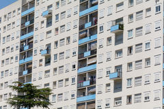 Bâtiment résidentiel ayant beaucoup d'étages en Bordeaux, France Photo libre de droits