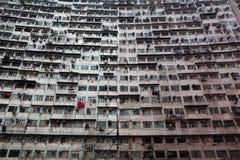 Bâtiment résidentiel surchargé photographie stock libre de droits