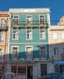 bâtiment vert typique à Lisbonne, Portugal photographie stock
