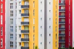 Bâtiments à plusiers étages modernes images stock