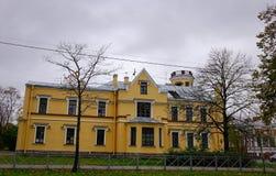 Bâtiments antiques dans le St Petersbourg, Russie Images libres de droits