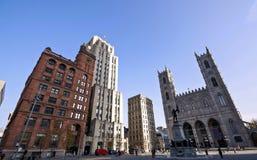 Bâtiments architecturaux à Montréal photos libres de droits