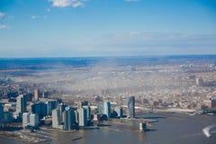 Bâtiments ayant beaucoup d'étages dans le paysage urbain de New York Photographie stock libre de droits
