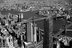 Bâtiments ayant beaucoup d'étages dans le paysage urbain de New York Image stock