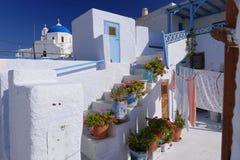 Bâtiments blanchis de Santorini photo stock