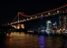 Bâtiments célèbres de pont et de rive d'histoire à Brisbane Photos stock