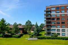 Bâtiments chers de logement à Montréal Photos libres de droits